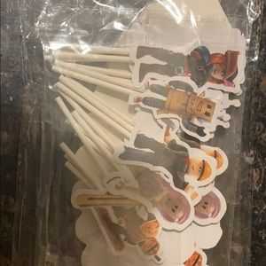 Roblox cupcake wrappers and toppers (24)